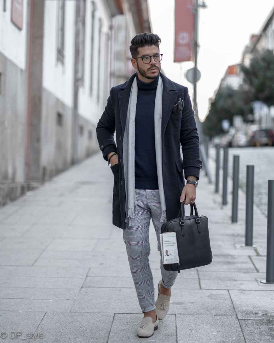 С чем носить темно-синее мужское пальто фото_13
