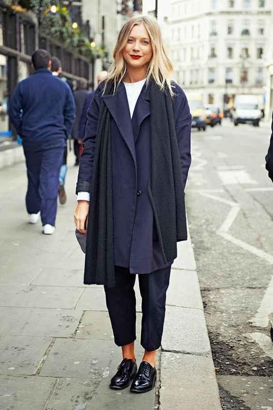 С каким шарфом носить темно-синее пальто фото_2