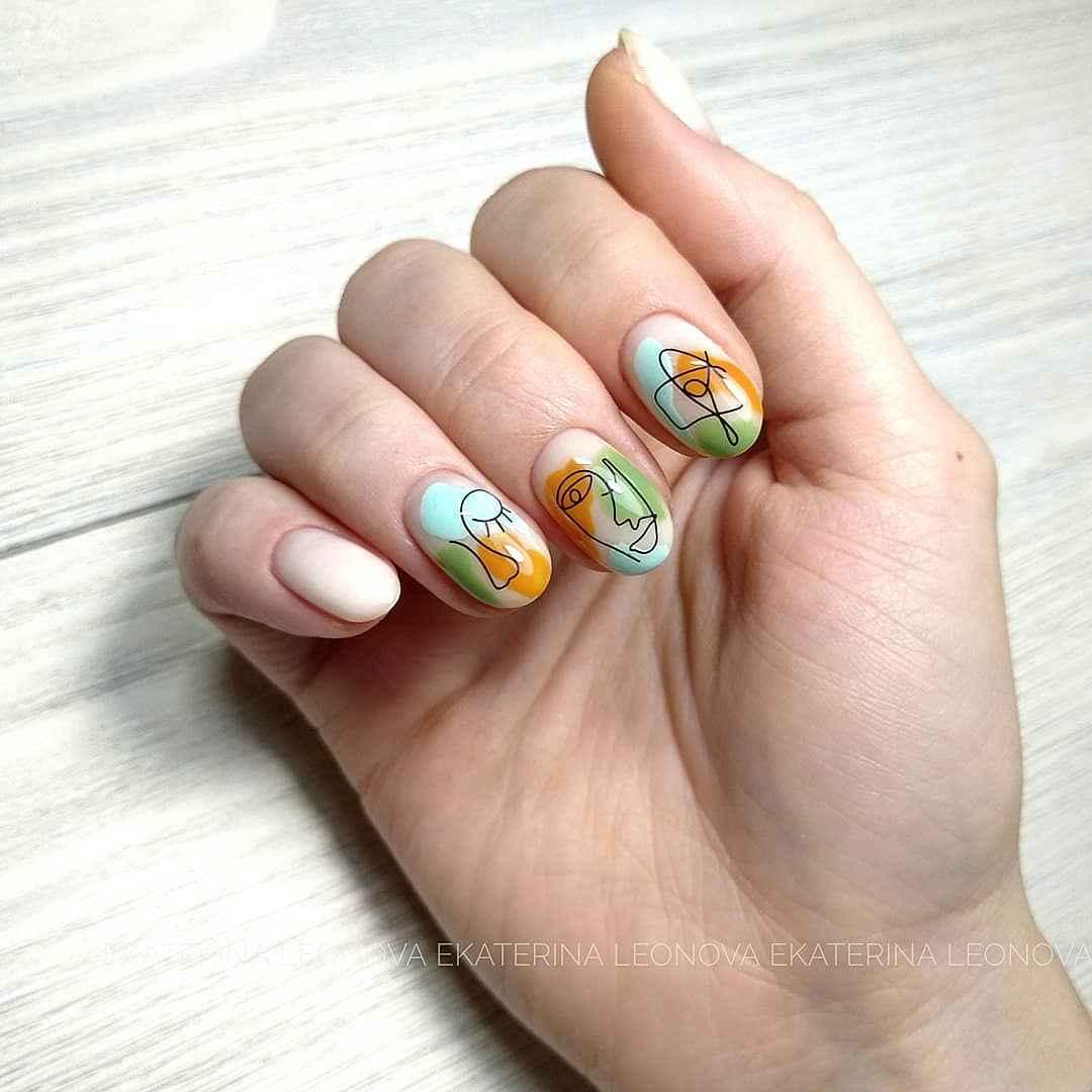 Маникюр с лицами на ногтях фото_9