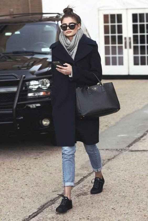 С каким шарфом носить темно-синее пальто фото_6