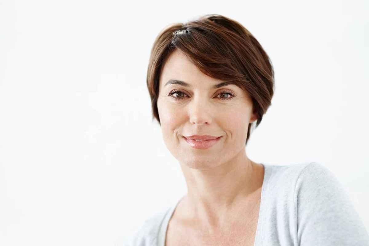 Стрижки для женщин 50-60 лет с квадратным лицом фото_1