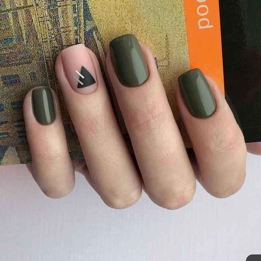 Зимний маникюр на короткие ногти фото_8
