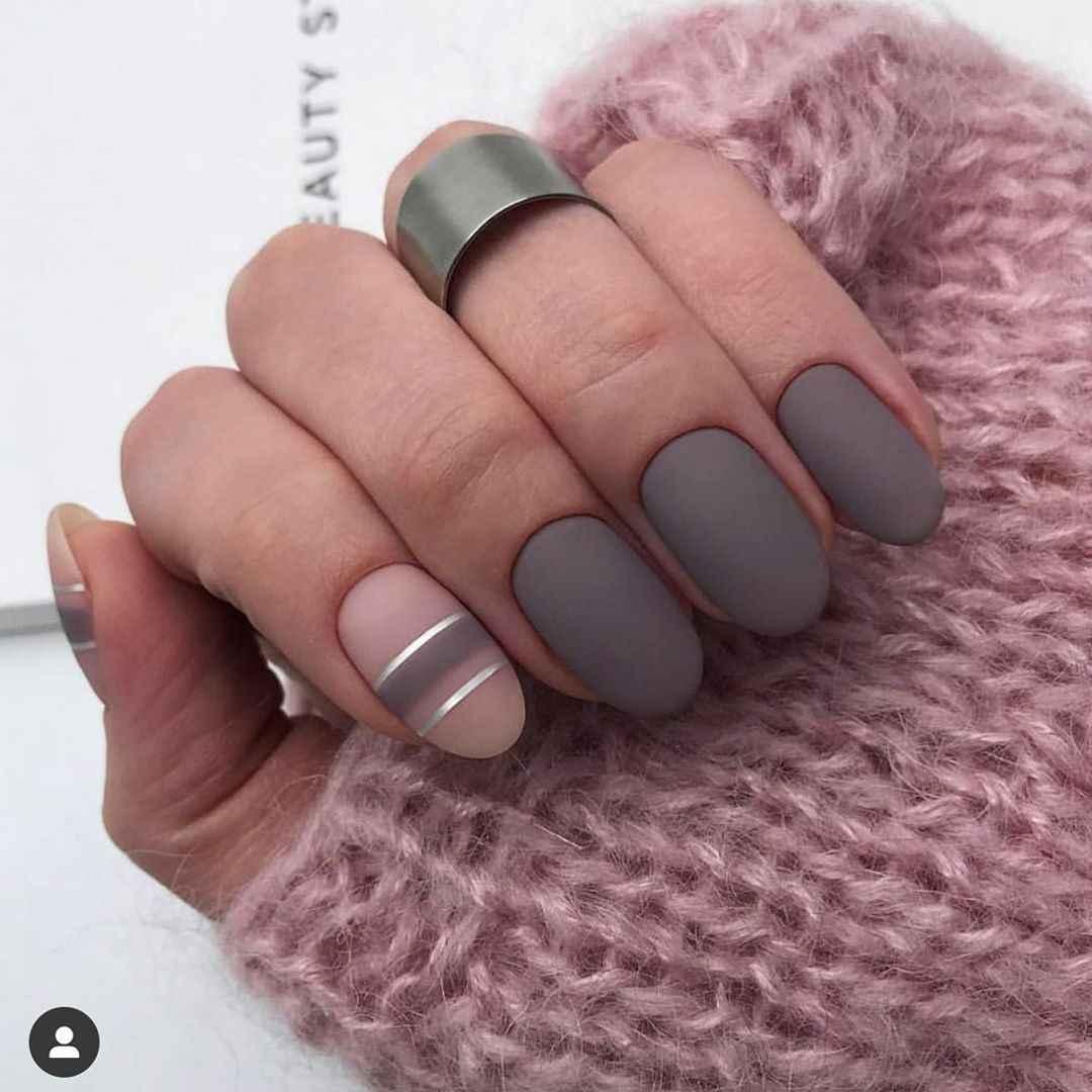 Зимний маникюр на короткие ногти фото_5