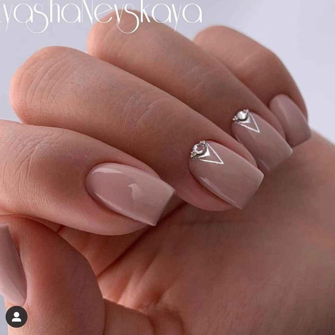 Зимний маникюр на короткие ногти фото_4
