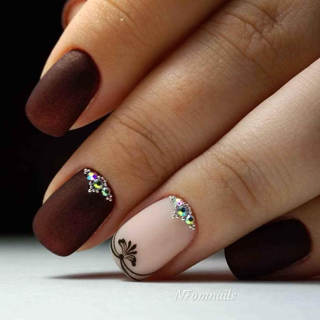Зимний маникюр на короткие ногти фото_37