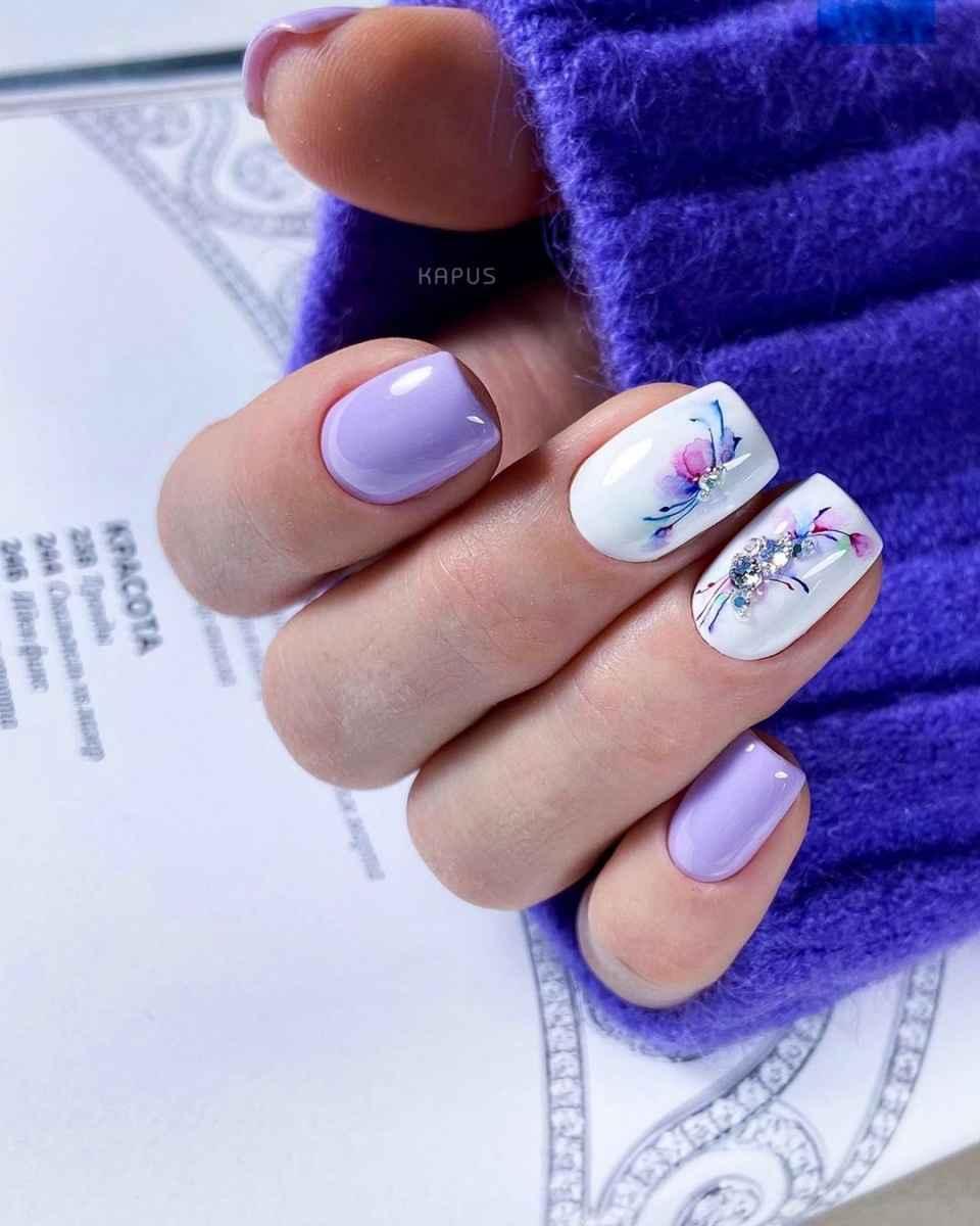 Зимний маникюр на короткие ногти фото_34