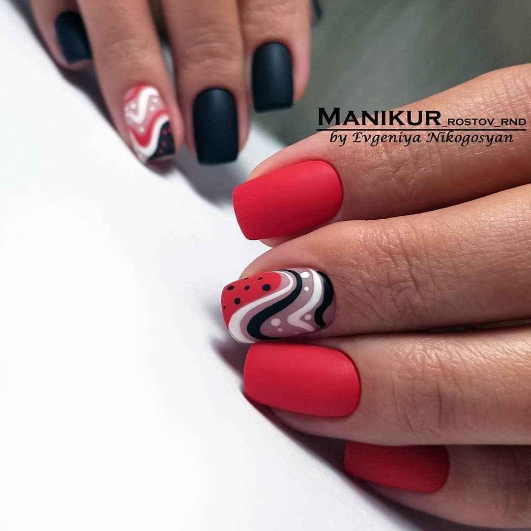 Зимний маникюр на короткие ногти фото_33
