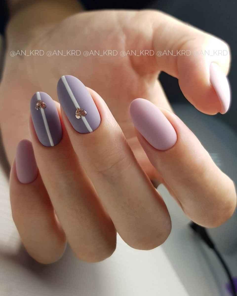 Зимний маникюр на короткие ногти фото_31