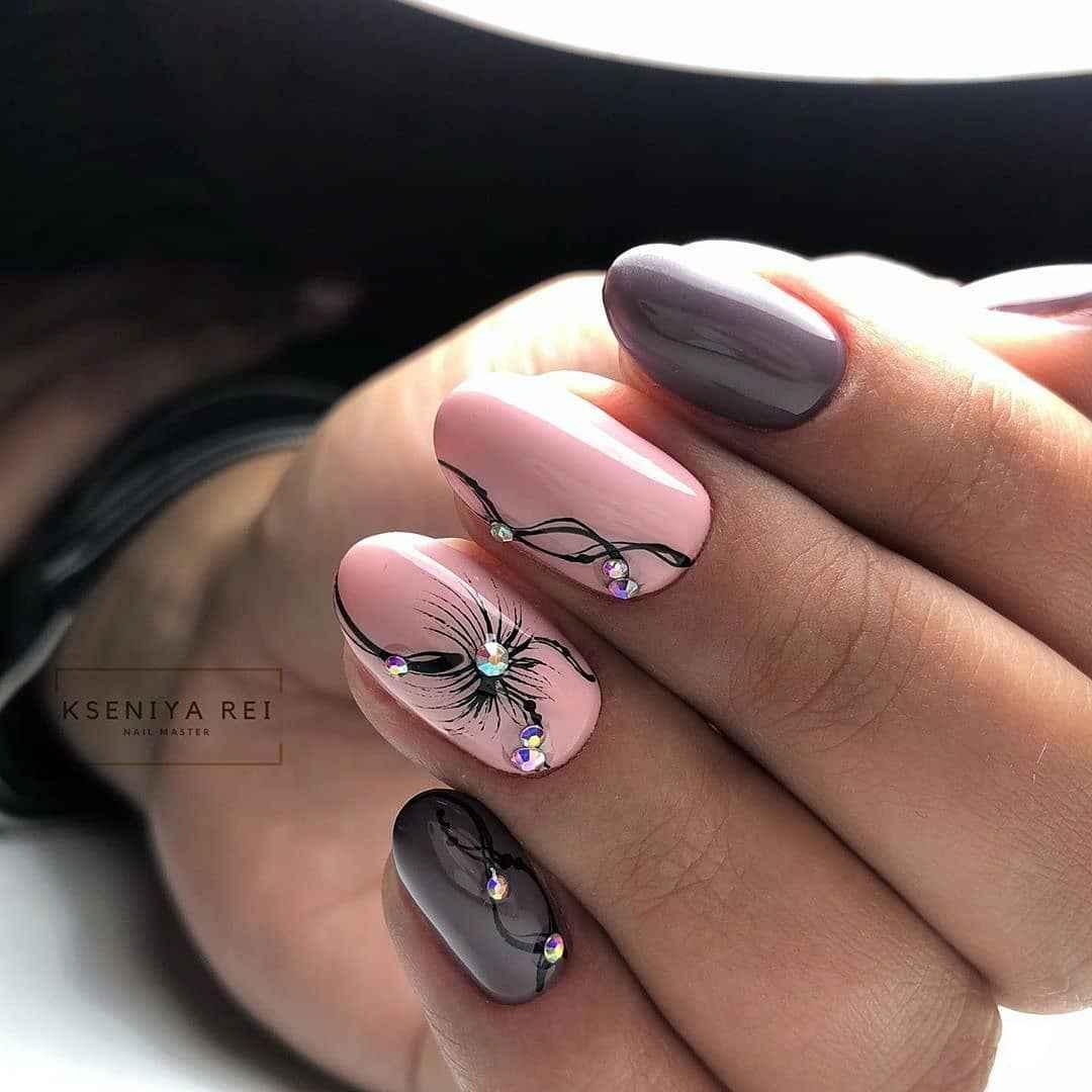 Зимний маникюр на короткие ногти фото_30