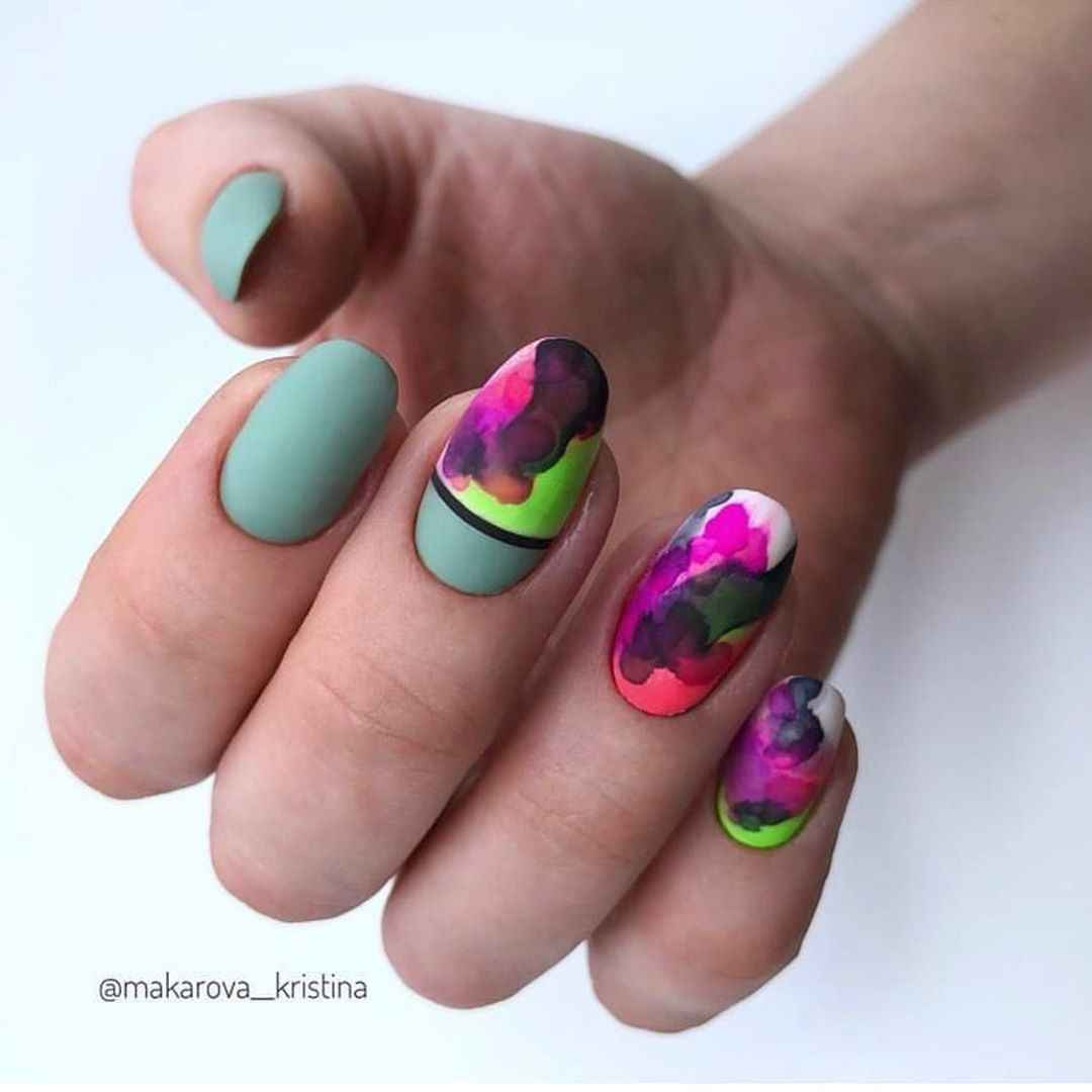 Акварельные капли на ногтях фото_35