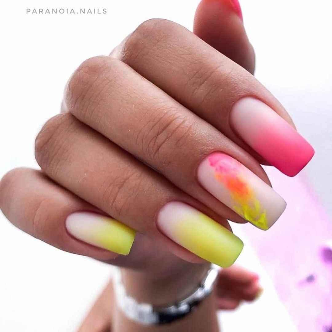 Акварельные капли на ногтях фото_30