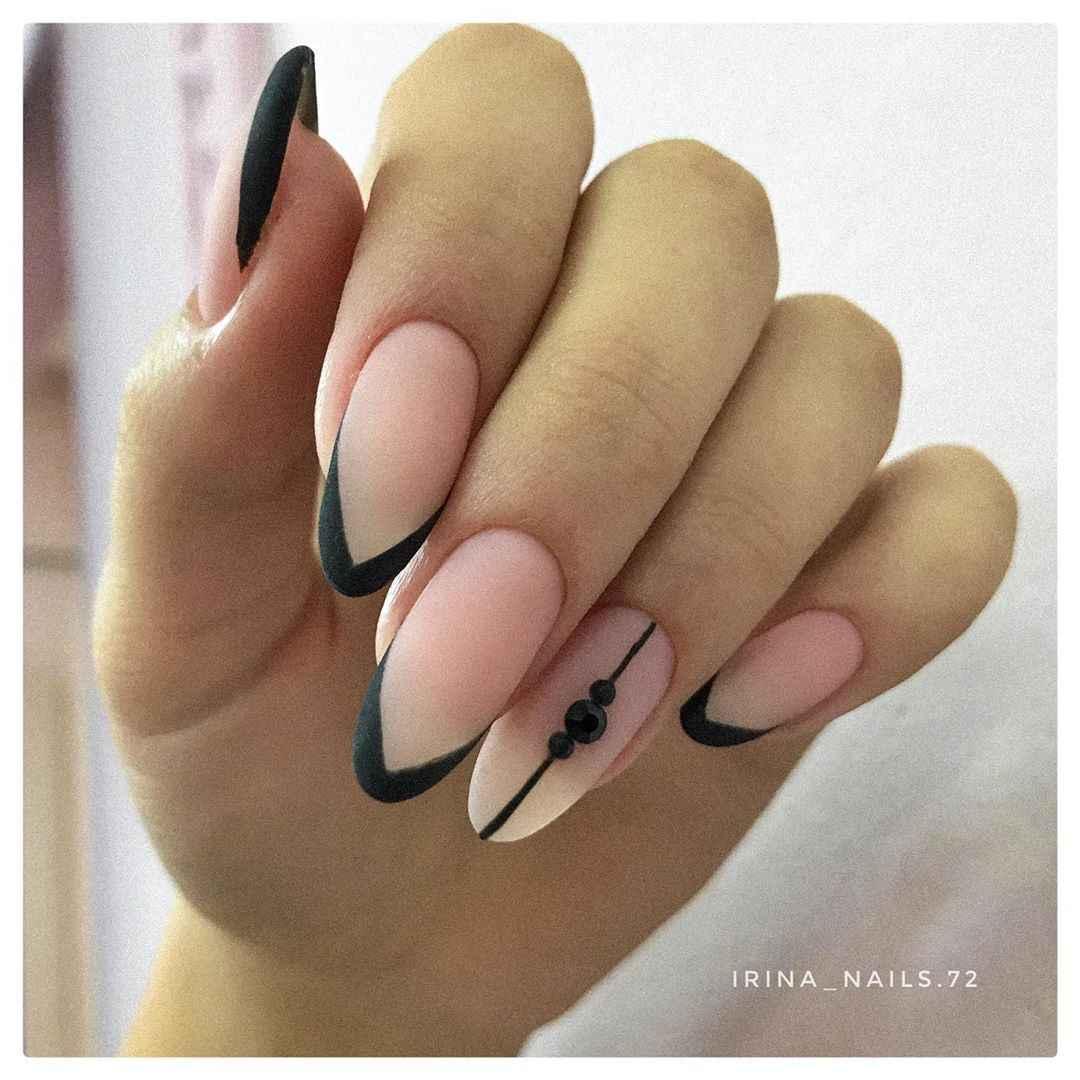 Черный матовый френч на миндалевидных ногтях фото_6