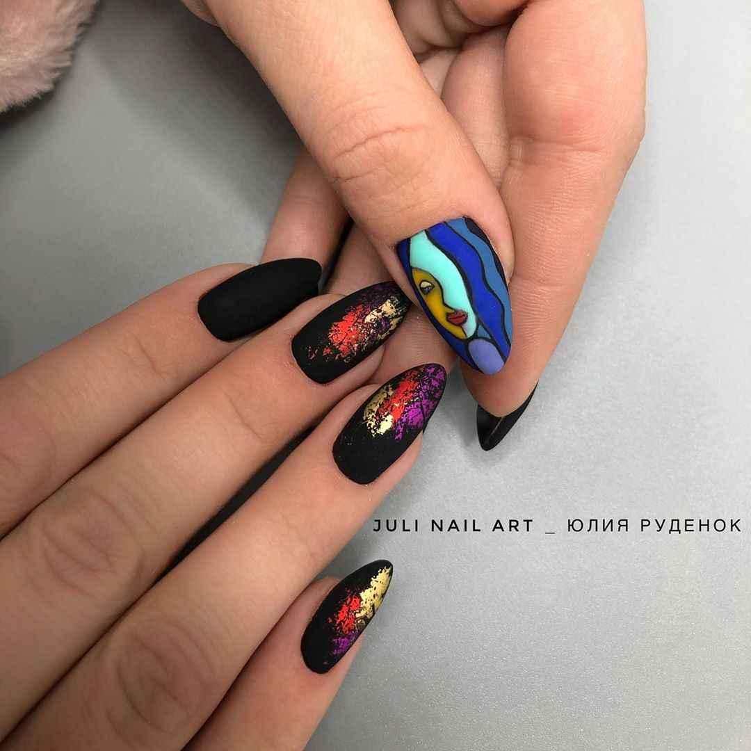 Маникюр с лицами на ногтях фото_41
