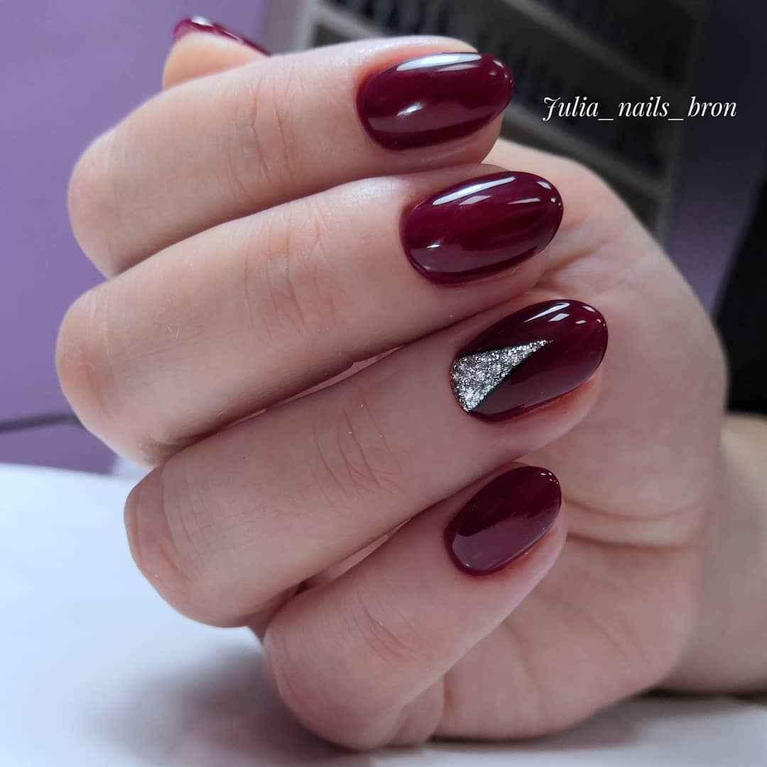 Бордовый френч на коротких ногтях фото_3