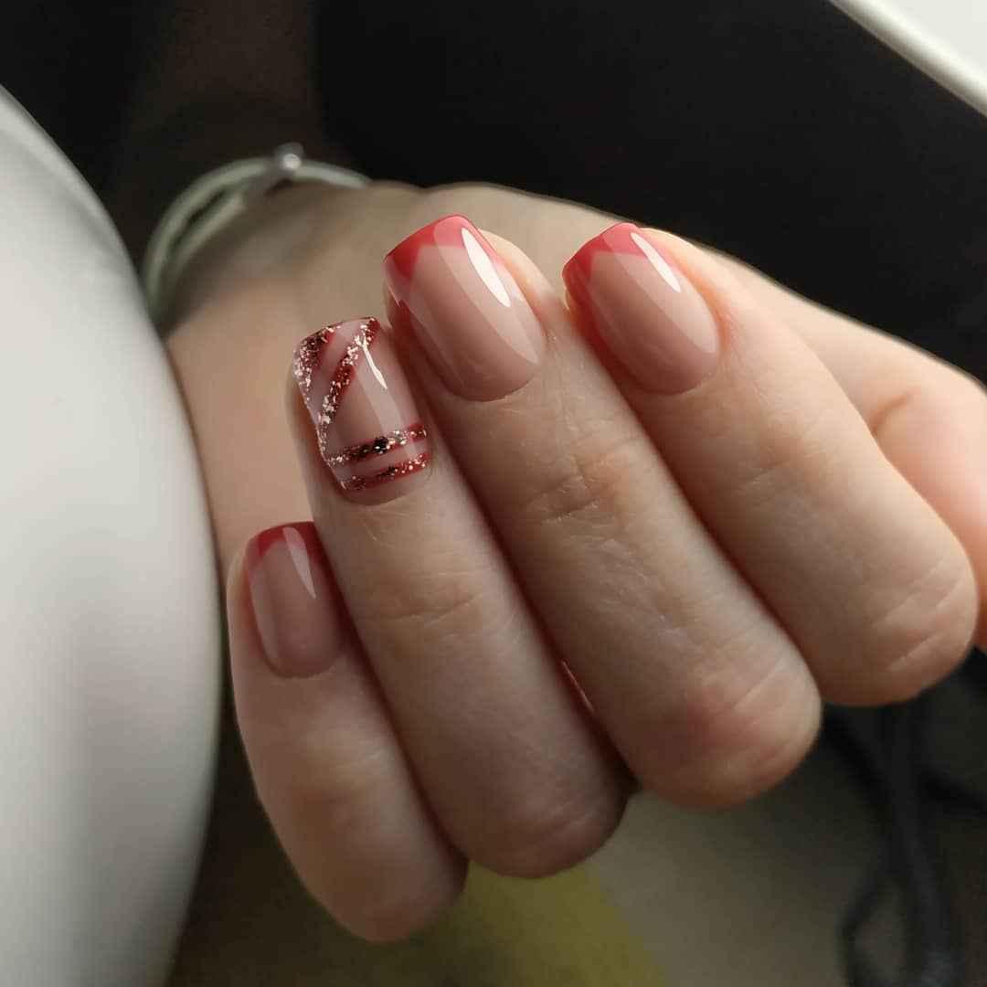 Треугольный френч на коротких ногтях фото_3