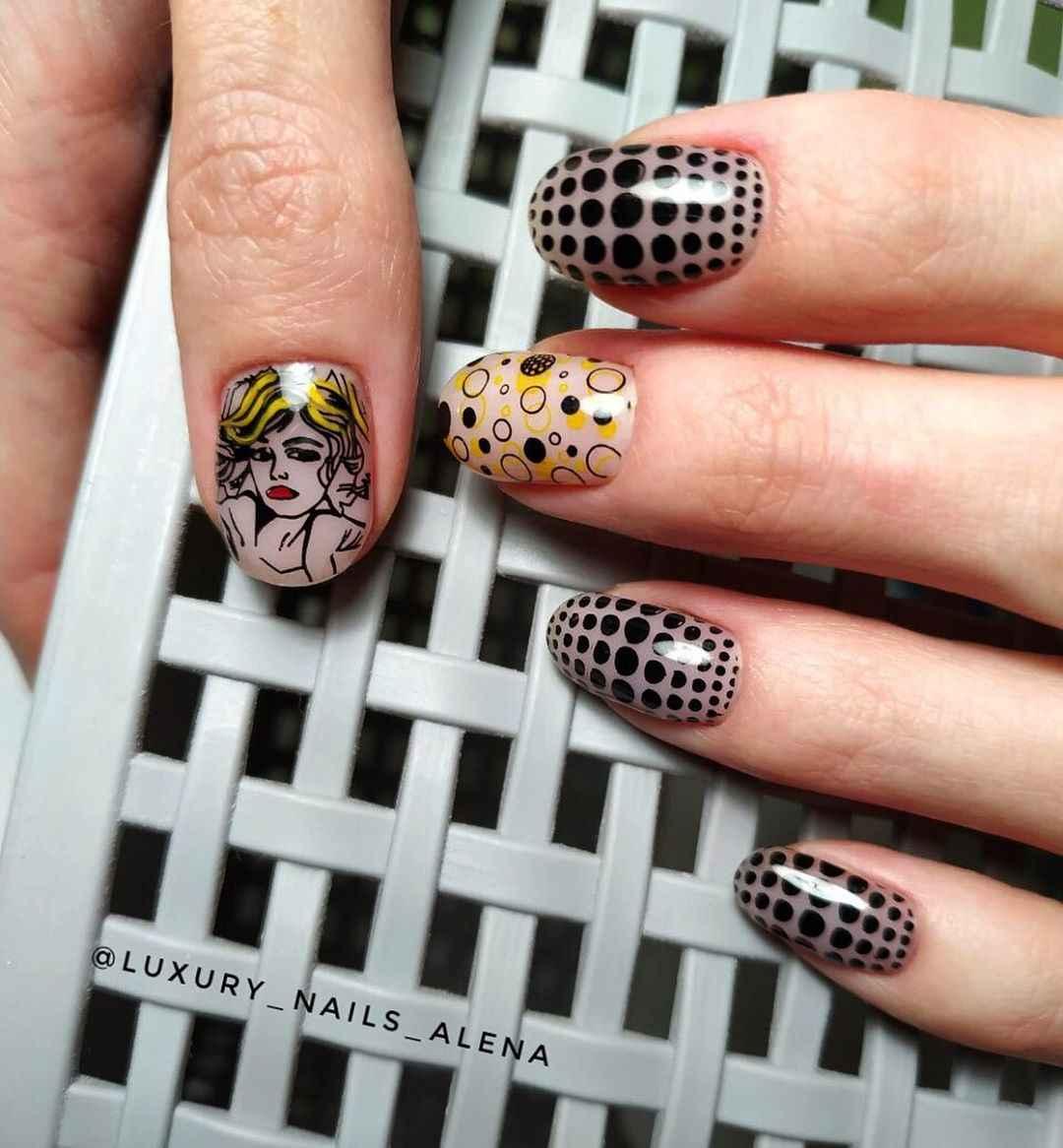 Маникюр с лицами на ногтях фото_24