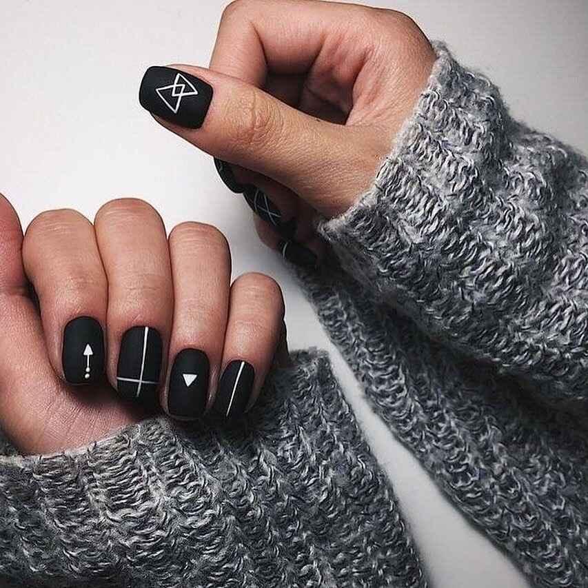 Зимний маникюр на короткие ногти фото_12
