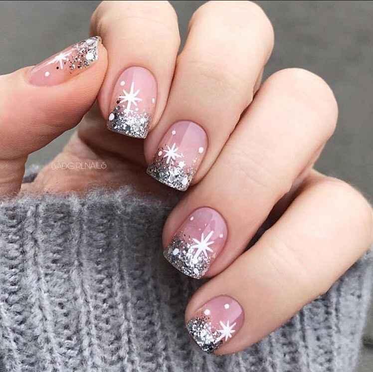 Зимний маникюр на короткие ногти фото_11