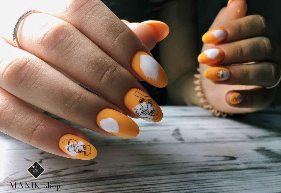 Маникюр с лицами на ногтях фото_14