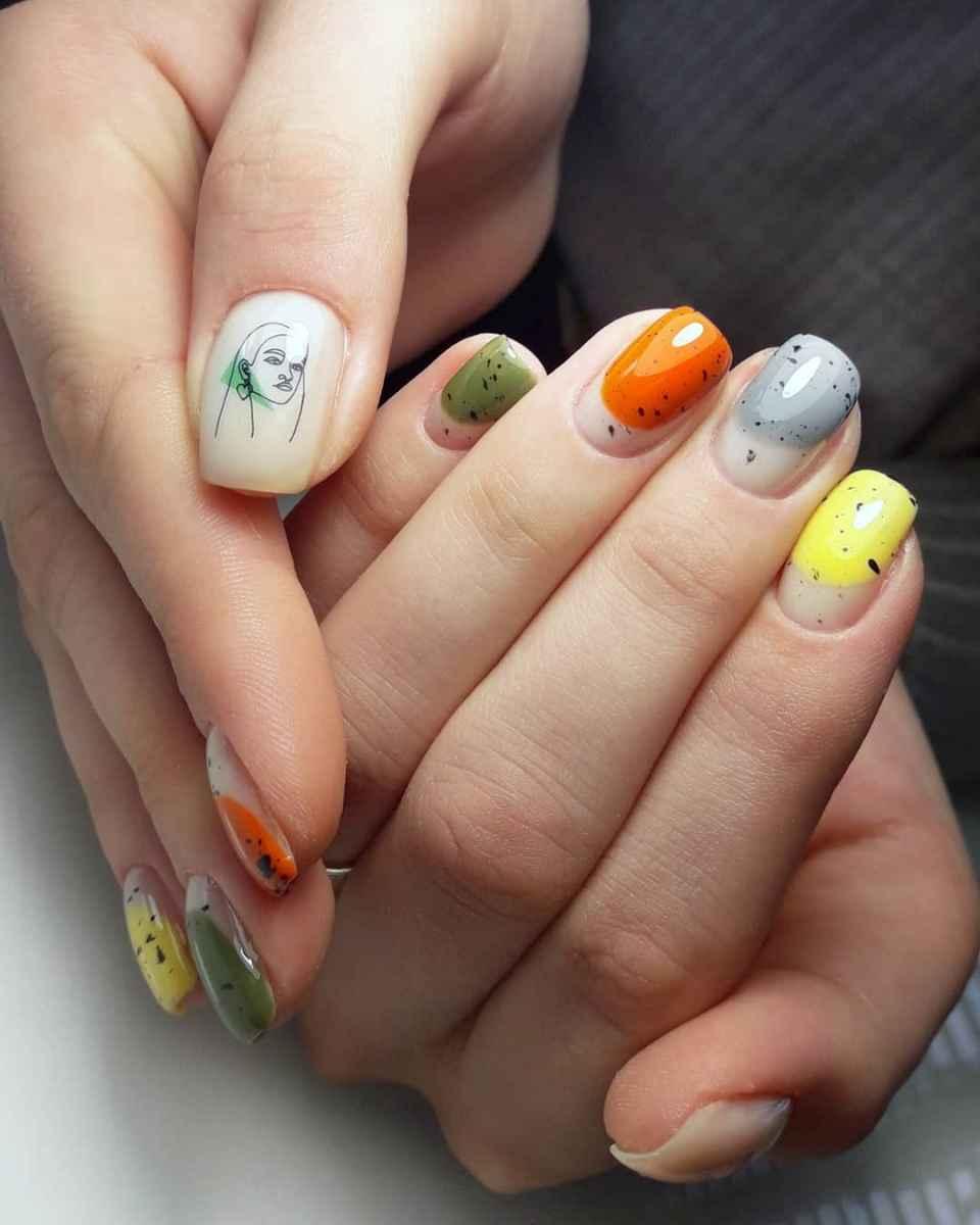 Маникюр с лицами на ногтях фото_38