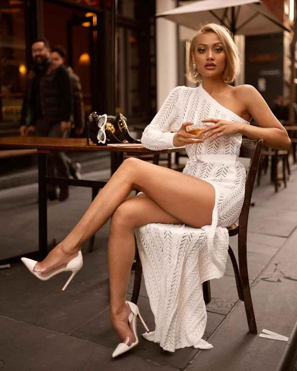Красивые белые новогодние платья 2020 фото_13