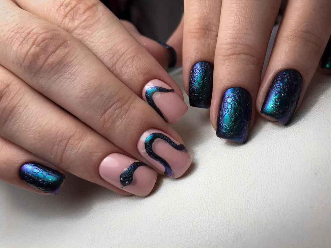 Маникюр на короткие ногти со змеей фото_9