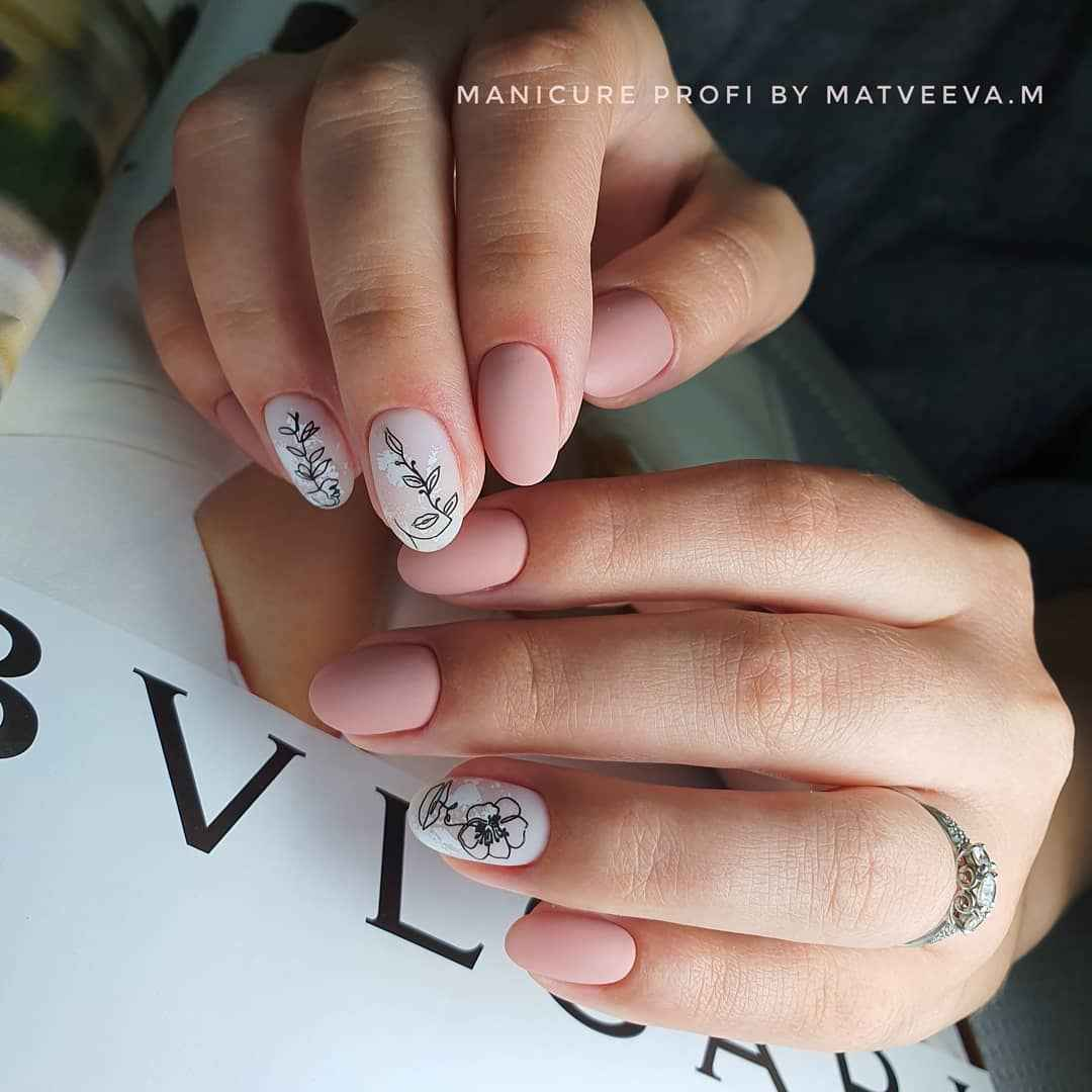 Маникюр с лицами на ногтях фото_13