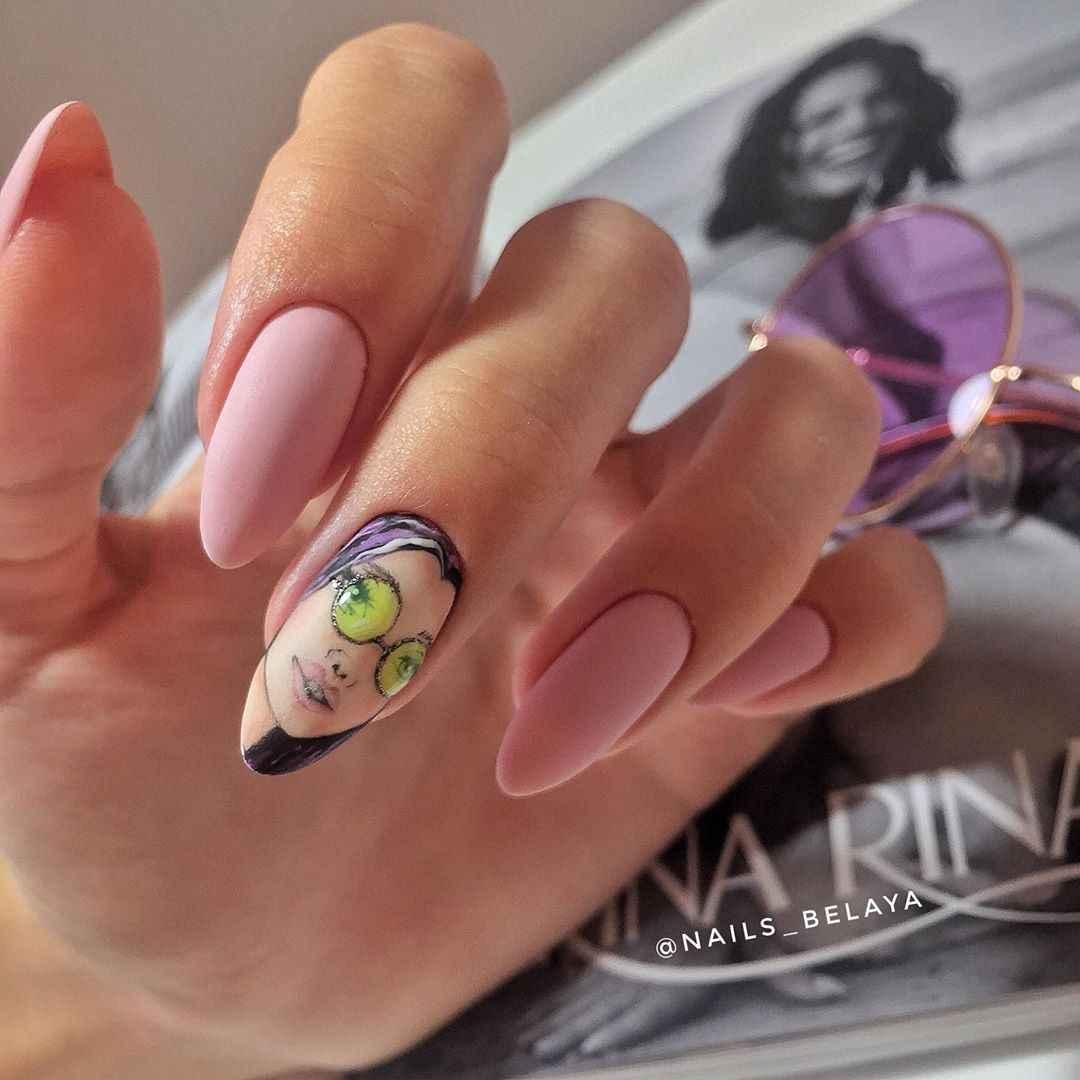 Маникюр с лицами на ногтях фото_31