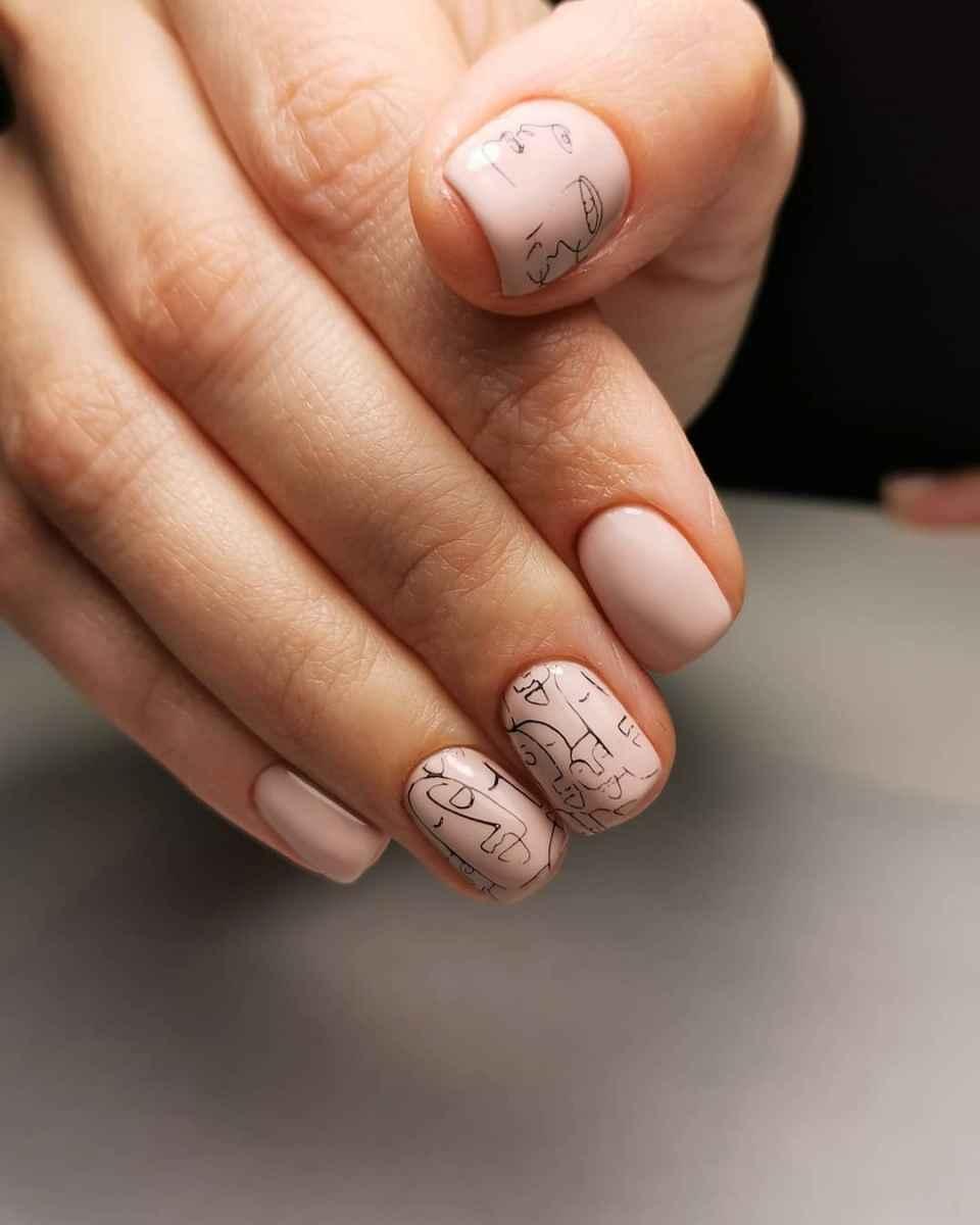 Маникюр с лицами на ногтях фото_25