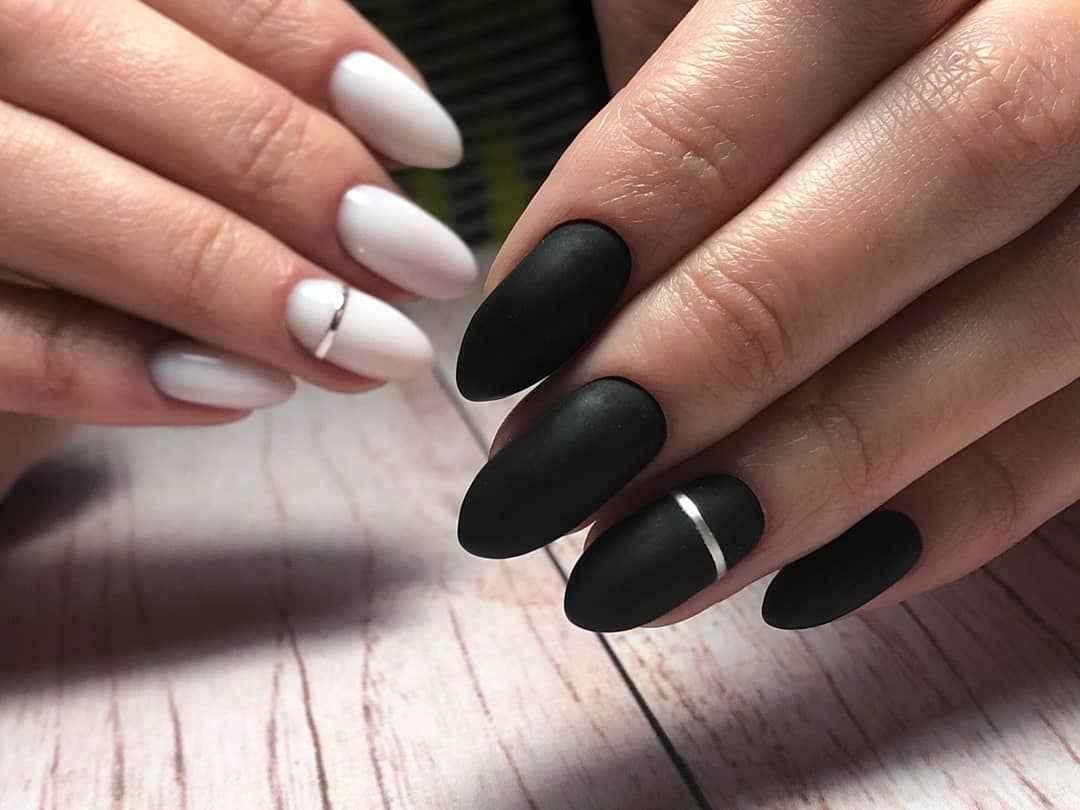 Черный матовый френч на миндалевидных ногтях фото_12