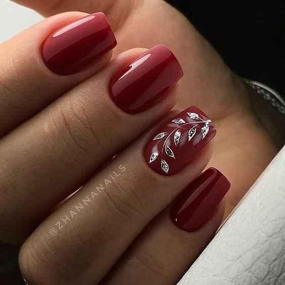 Зимний маникюр на короткие ногти фото_19