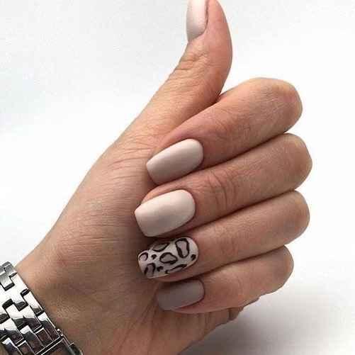 Зимний маникюр на короткие ногти фото_18