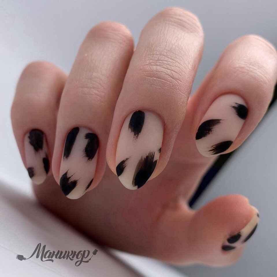 Зимний маникюр на короткие ногти фото_17