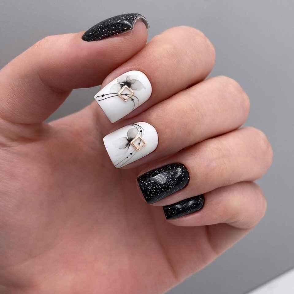 Зимний маникюр на короткие ногти фото_16