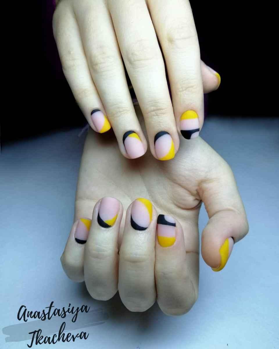 Черный матовый френч на коротких ногтях фото_2