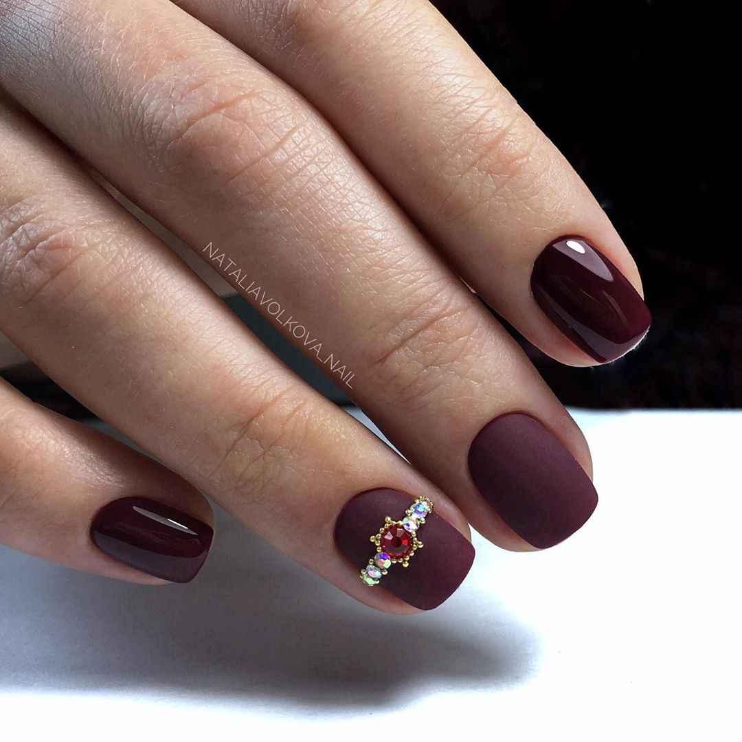 Бордовый френч на коротких ногтях фото_5