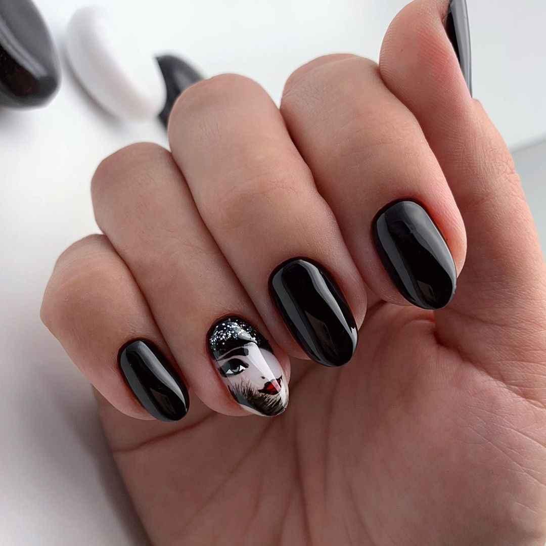 Маникюр с лицами на ногтях фото_34