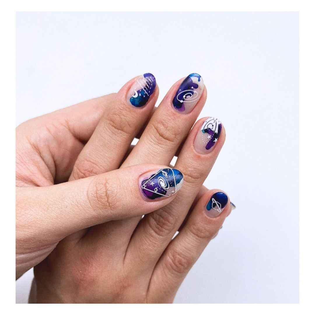 Акварельные капли на ногтях фото_58