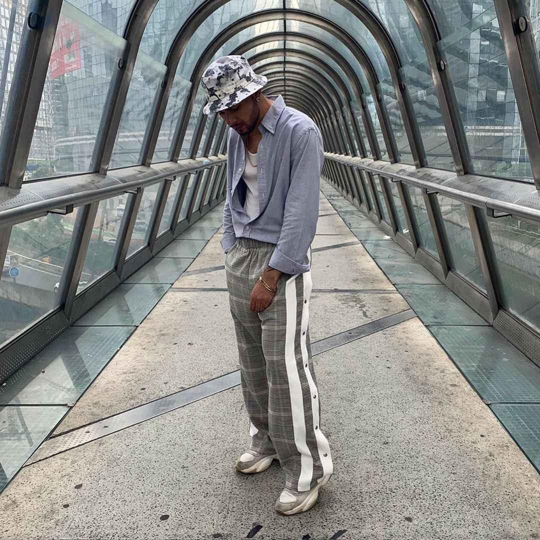 С чем носить брюки в серую клетку мужчине фото_9