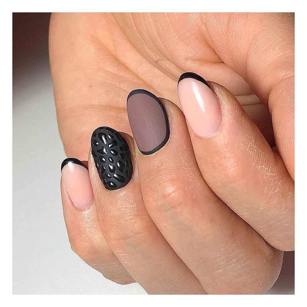 Черный матовый френч на коротких ногтях фото_7