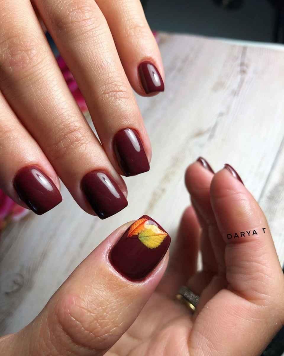Бордовый френч на коротких ногтях фото_7