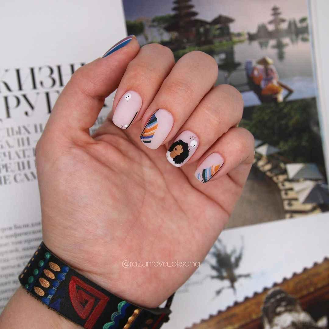 Маникюр с лицами на ногтях фото_17