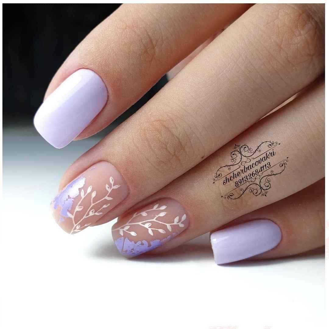 Нежный френч с рисунком на коротких ногтях фото_4