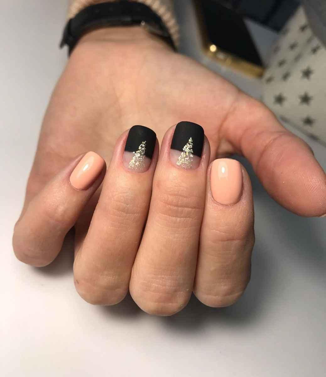 Черный матовый френч на коротких ногтях фото_5