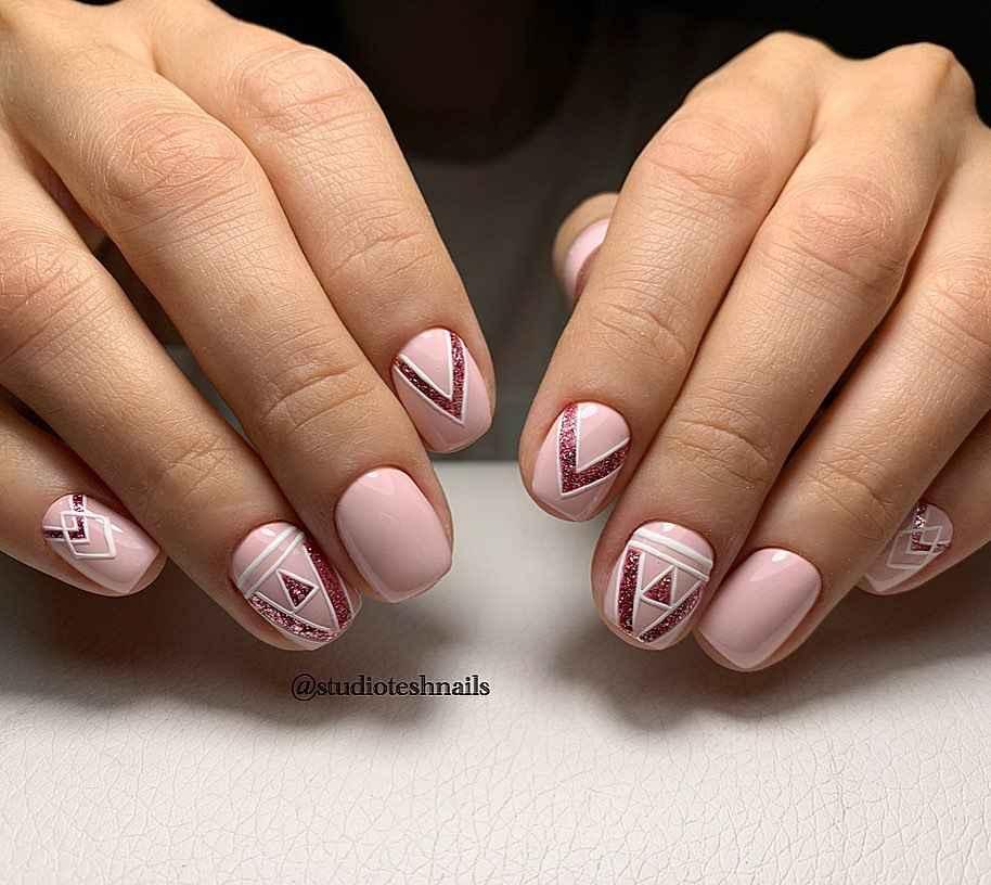 Зимний маникюр на короткие ногти фото_25