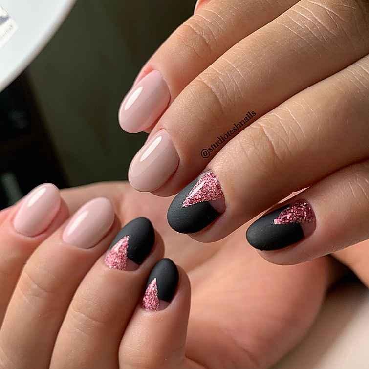 Зимний маникюр на короткие ногти фото_24