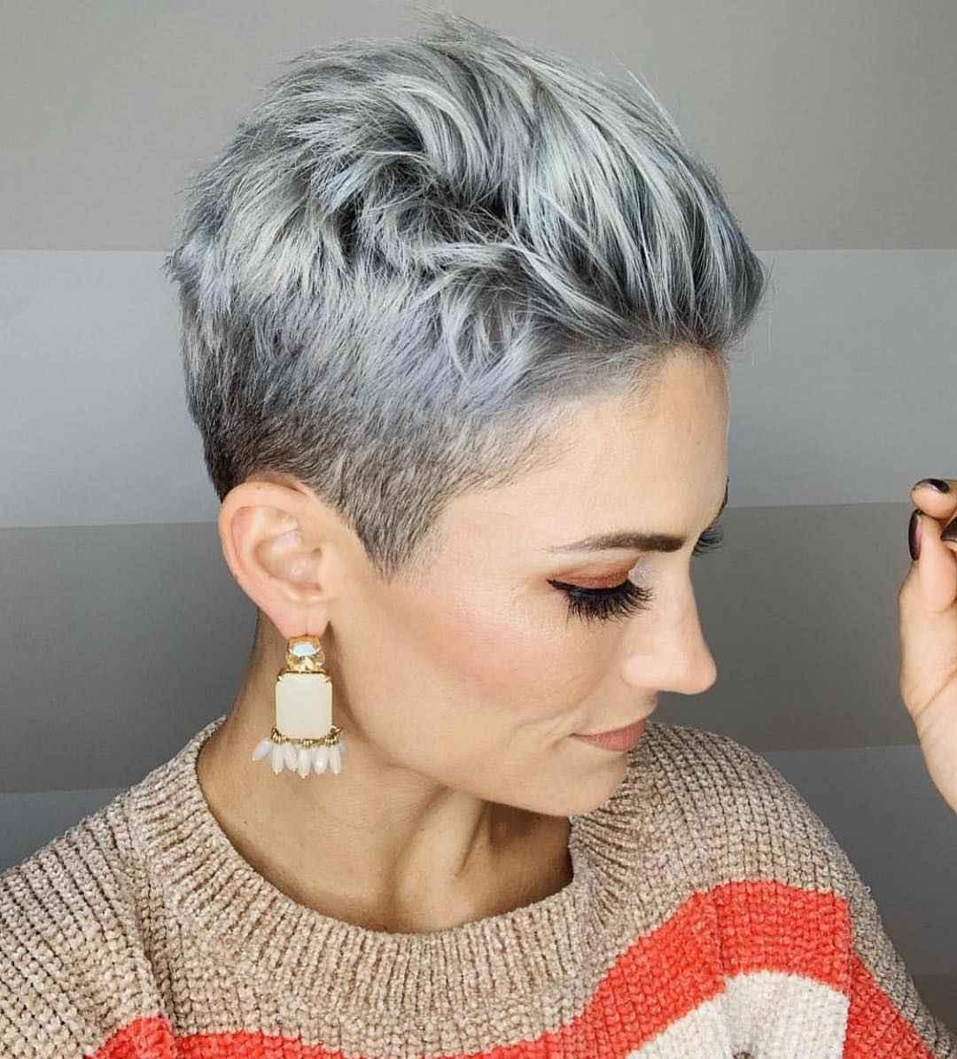 женские стрижки с выбритыми висками 2020 фото_23