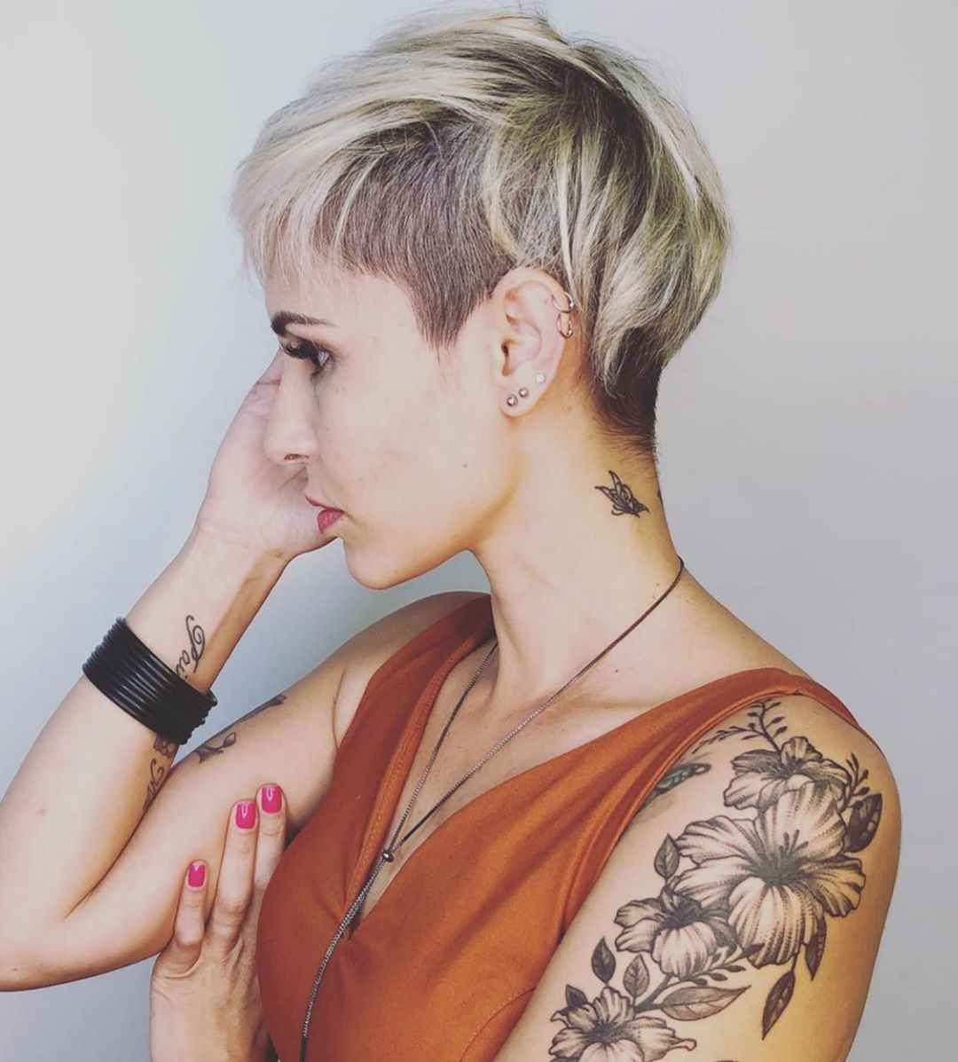 женские стрижки с выбритыми висками 2020 фото_5