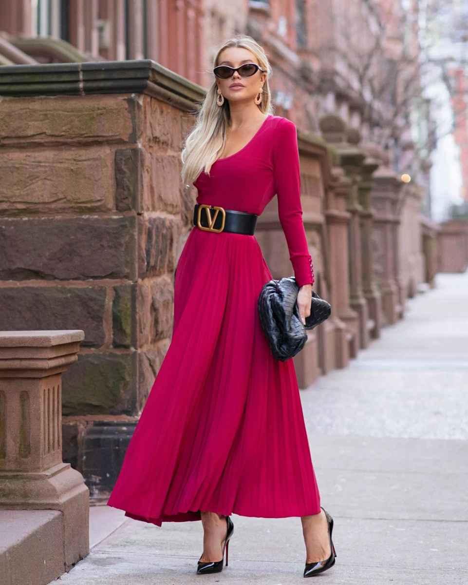 Как одеться на 8 марта женщине на работу фото_3