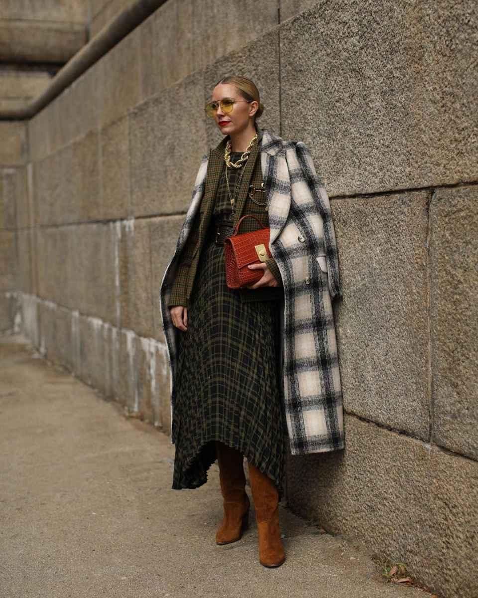 Как одеться на 8 марта женщине на работу фото_38